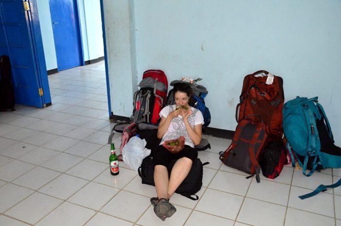 Čekáme na trajek na Wakai, odkud bychom rádi na ostrov Malenge