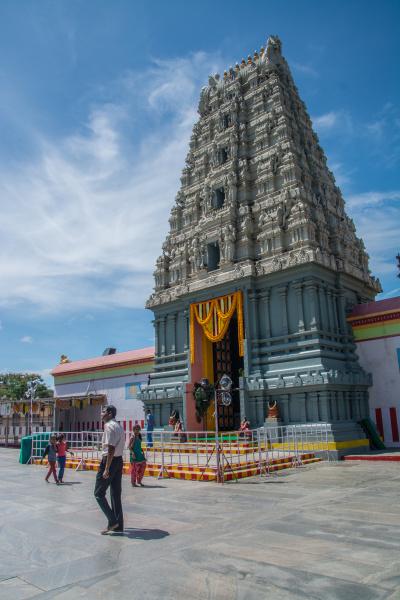 Vstupní brána do chrámu Tirupati Balaji