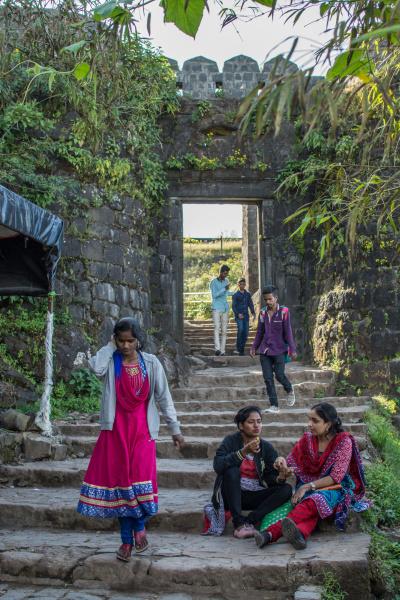 Jedna ze vstupních bran do Sinhgad Fort