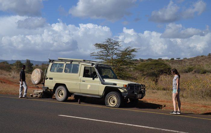 Výměna kola cestou do Fanaka Campsite