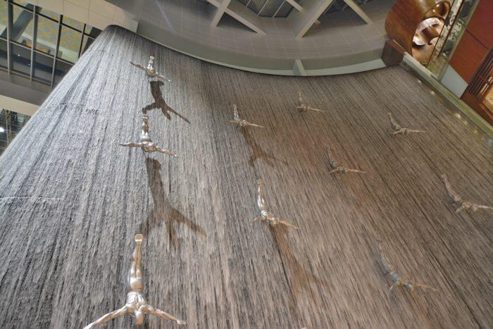 Uměly vodopád v Dubai Mall