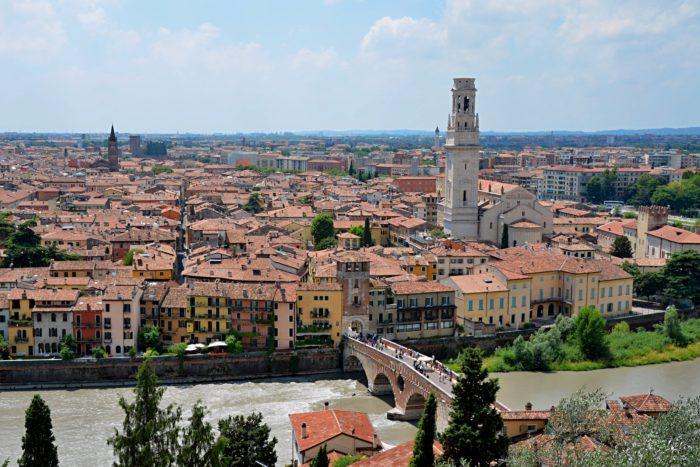 Pohled na Veronu cestou na Castelvecchio